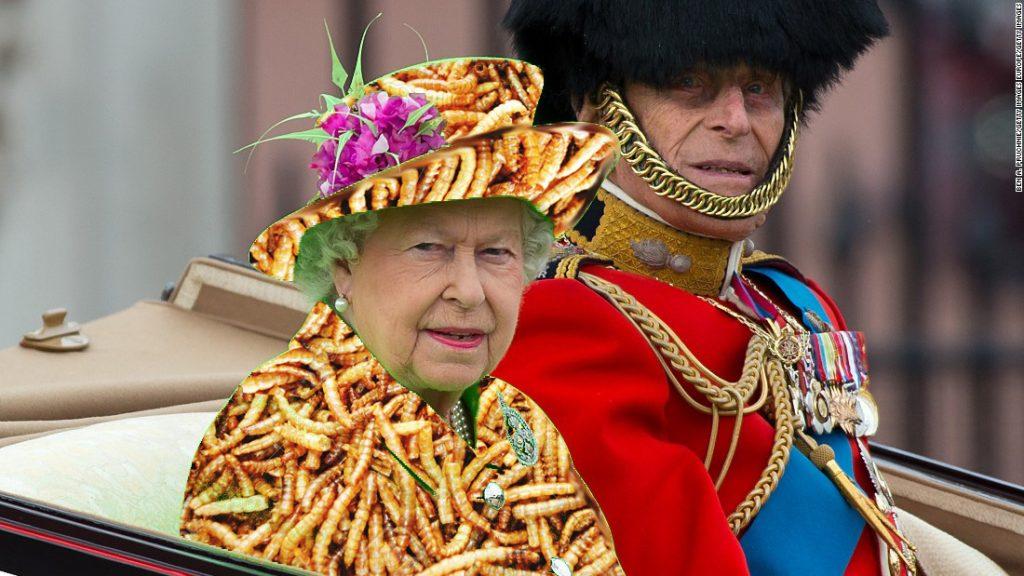 Queen-Elizabeth-Wears-Green-Internet-Goes-Crazy